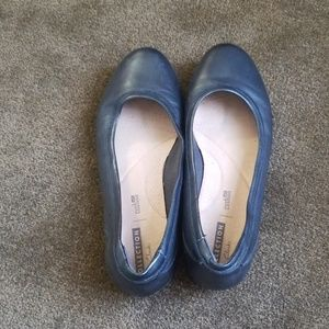Clarks soft cushion flats